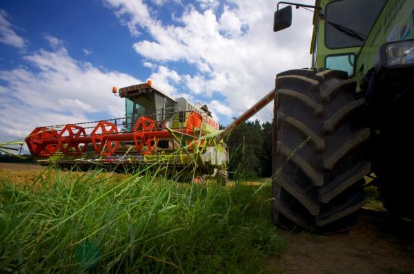 Mähdrescher Schlepper MB Track Landwirtschaft © Hannes Schleeh
