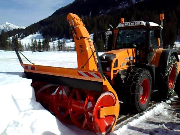 Schneefräse im Winterdienst Landwirtschaft © Hannes Schleeh