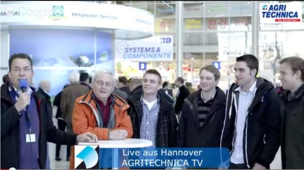 Interview mit Landwirten vor dem Eingang der AGRITECHNICA 2013