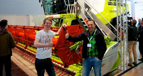 Die Agrarblogger Gerald Maatmann und Hannes Schleeh am Stand von Clans auf der CeBIT 2014