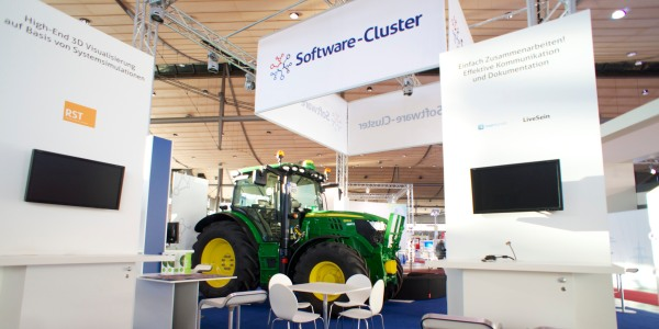 John Deere Traktor auf dem Softwarecluster Stand CeBIT 2014