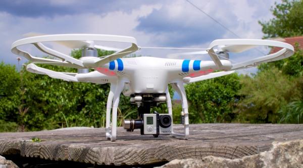 Multikopter mit GoPro Kamera für Luftaufnahmen